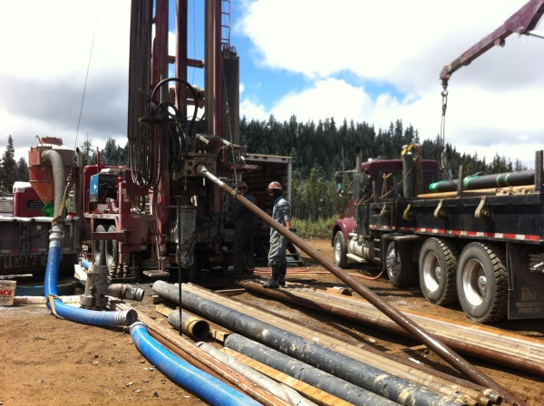 Adding drilling pipe to the string