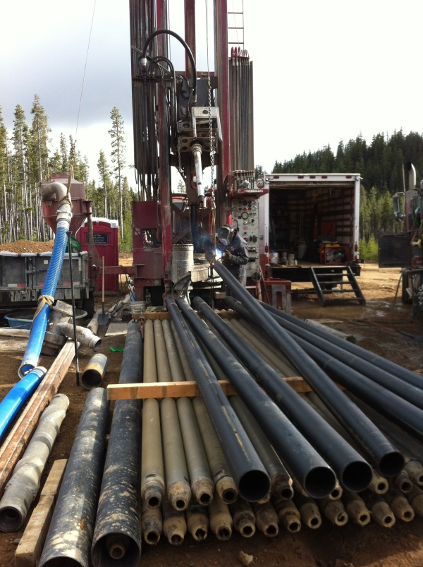 Welding casing together to put down the geothermal EGS well