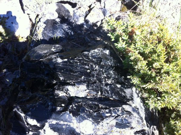 Obsidian (volcanic glass)